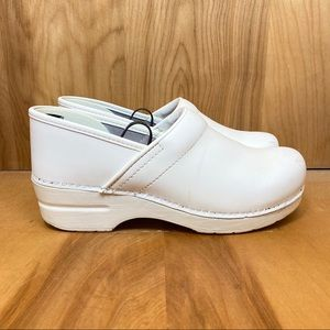 Dansko White Clogs TSS0478